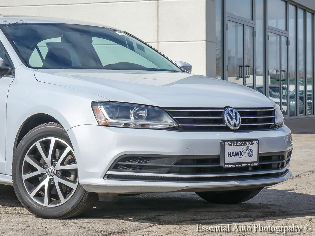 Pre-Owned 2017 Volkswagen Jetta 1.4T SE FWD 4 Door Sedan